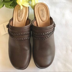 NWT Croft & Barrow Ortholite Donjon Brown Clogs 8